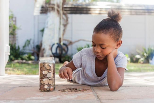 不少手機App幫助父母追蹤孩子如何使用零用錢,並以做家事換取零用錢。(網路照片)
