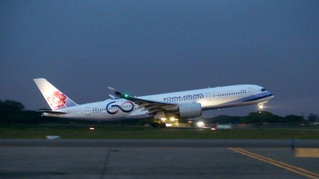 蔡英文總統「民主永續之旅」出訪行程搭乘的中華航空公司空中巴士A350-900型六十周年彩繪機。記者陳嘉寧/攝影
