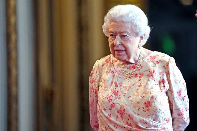 英國一些高階保守黨議員擔憂新任首相人選強生會無協議脫歐,正評估敦請女王(圖)介入的可能性。Getty Images