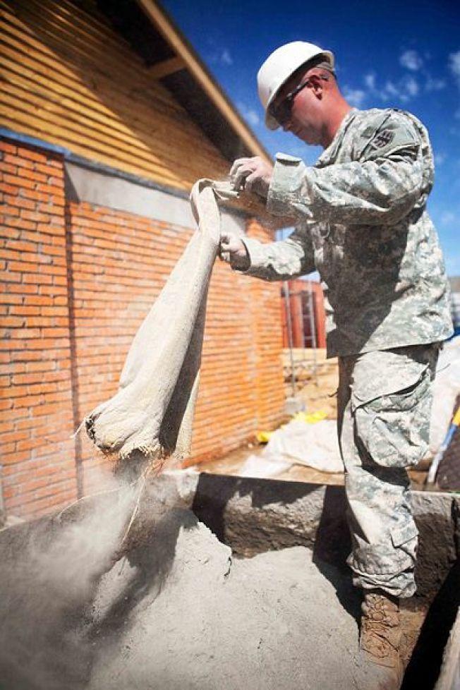 水泥是溫室氣體排放大宗。(維基百科,美國政府)