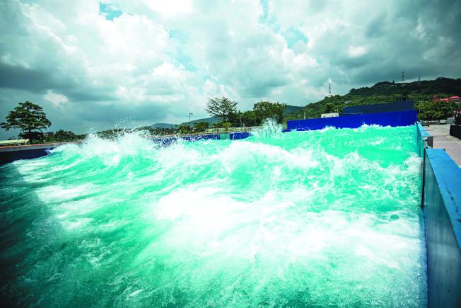「水特效拍攝基地」除保留李安的「少年PI造浪池」,並增建專為水底拍攝設計的「7米深水池」。(圖:中影八德提供)