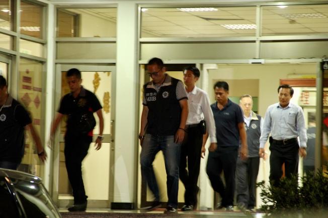 新北市調處22日移送走私嫌犯。(記者陳俊智╱攝影)
