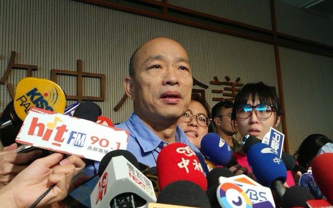 高雄市長韓國瑜說,建物如查到違法、違建,都依法處理,沒有特權。(記者蔡容喬/攝影)