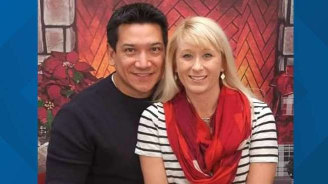 埃斯皮諾薩(左)與妻子喬安娜上周末在馬州一朋友家做客時,埃斯皮諾薩中槍身亡。(取自社交媒體)