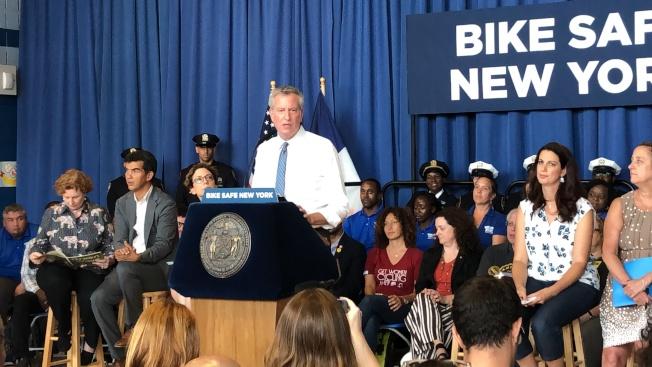市長白思豪宣布推出「綠色浪潮」,要減少單車騎士的交通事故。(記者顏潔恩/攝影)