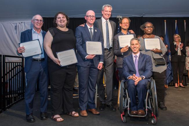市長殘障人士辦公室發布年度無障礙報告,慶祝「美國身心障礙法案」通過29周年。(市長辦公室提供)