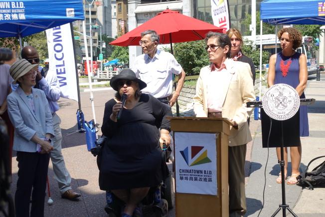 殘障人權人士Edith Prentiss強調商家了解遵守ADA標準的重要性。(記者金春香/攝影)