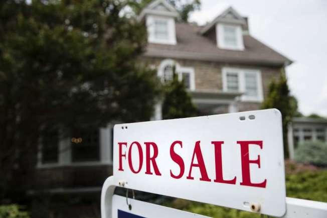 灣區6月份的房屋銷量,比去年同期大跌13%,減少至2008年經濟衰退時的水平。(Getty Images)