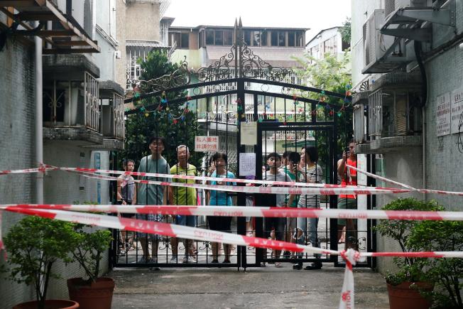 逾28萬香港市民參加「光復元朗」遊行,當地商家食肆下午起關門,許多元朗居民選擇留在家中以策安全。(路透)