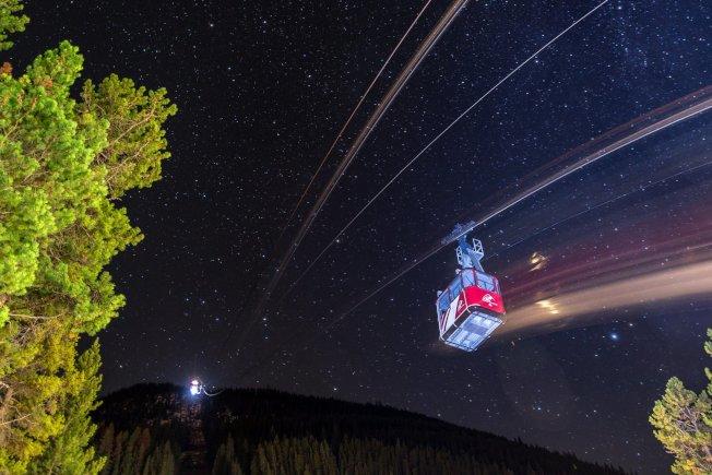 賈斯伯國家公園的暗夜星空璀璨壯觀。(Tourism Jasper供圖)