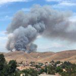奇諾岡附近28日午後約1時40分突發野火火光沖天