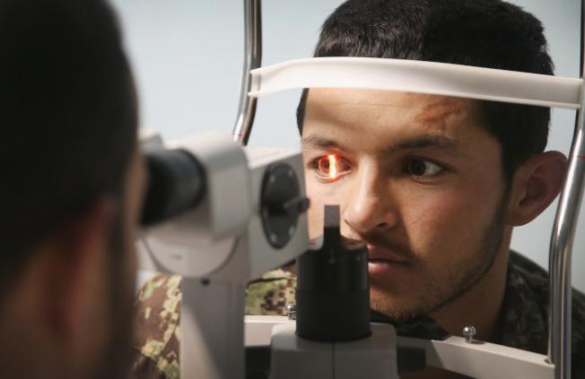 美國驗光協會建議,至少每兩年檢查一次眼睛。(Getty Images)