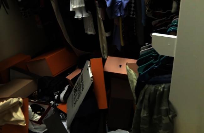 闖空門青少年還在自家開起派對,甚至在屋內翻箱倒櫃搞破壞,將床墊、擺設都弄得一團亂,讓屋主大為光火。(ABC 13電視台)