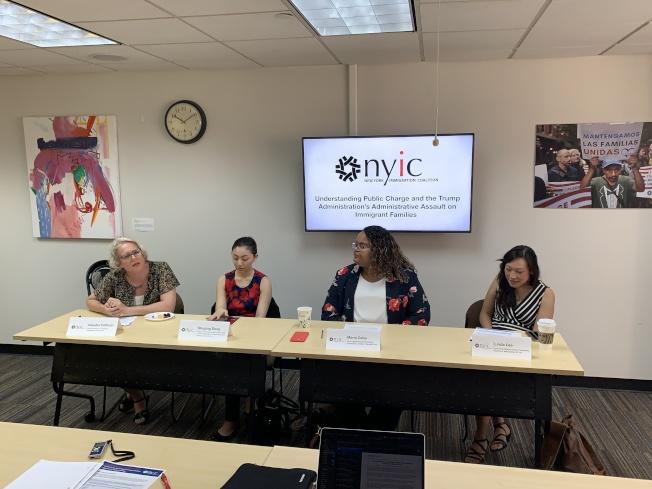 紐約移民聯盟舉行記者會,表示自聯邦政府提出放寬「公共負擔」標準後,很多移民已放棄申請相關福利。(記者和釗宇/攝影)