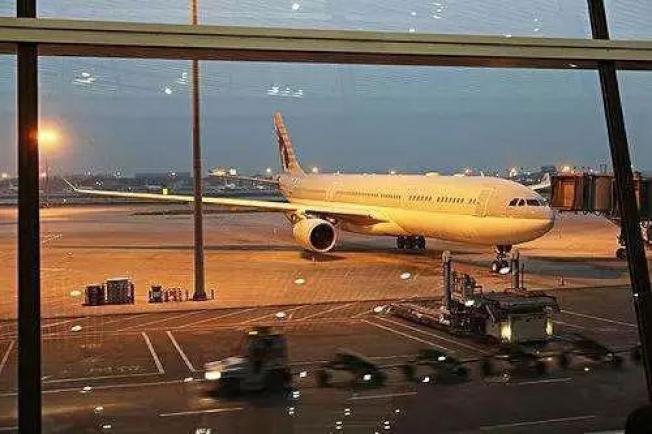 東航班機飛了兩趟共12小時,又回到出發的虹橋機場。圖/取自新民晚報
