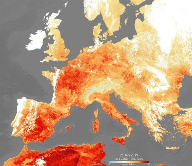衛星影像顯示,歐洲大陸歷經6月的極端高溫後,7月又被熱浪席捲。(圖取自twitter.com/ESA_EO)