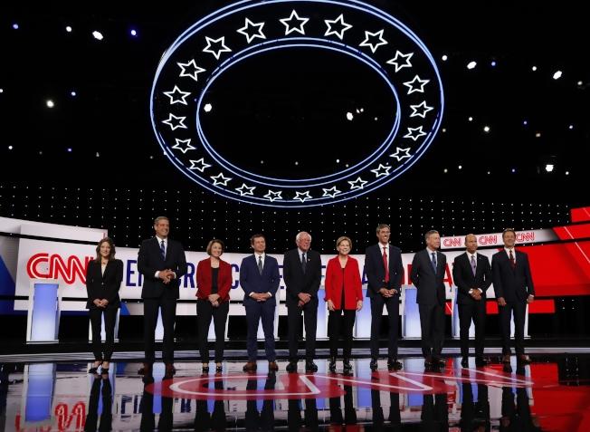 民主黨2020總統提名參選人的第二場政見辯論,30日晚在底特律市舉行。(Getty Images)