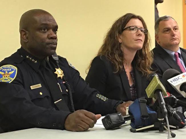 曾於2016年擔任舊金山代警察局長的夏普林(左),將出任東灣海沃市警察局長。地檢長候選人樂素詩(中)是當年的警察委員會主席。(記者李秀蘭/攝影)