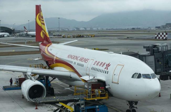 香港航空一架客機在舊金山機場起飛後,因發現故障而返航,但在舊金山機場上空盤旋了約5小時,才獲准著陸。(Getty Images)