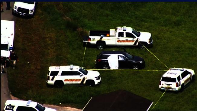 男子開槍射殺前女友父母後,回到座車飲彈自盡,傷勢嚴重被緊急送醫。(ABC13電視台)