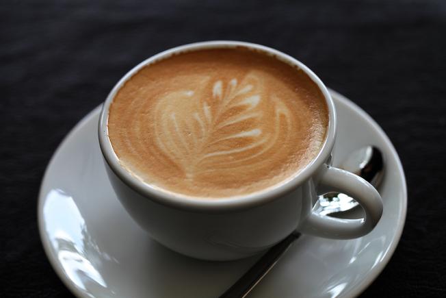 1天照3餐喝咖啡真的好嗎?美國賓州州立大學醫學院臨床心理學家Julie Radico博士說明,對某些人來說,咖啡因可能有助提升注意力及精神,但卻可能為患有焦慮症的人帶來麻煩。 ingimage
