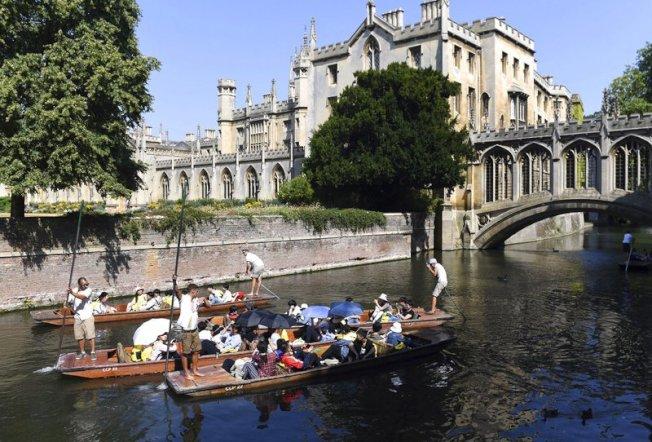 英國氣象局(Met Office)29日證實,熱浪席捲歐洲之際,25日在劍橋(Cambridge)測得攝氏38.7度,飆破紀錄創新高。 美聯社