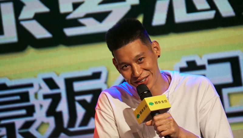 美國職籃(NBA)華裔球星林書豪24日搭機抵台,晚間在台北出席返台記者會,分享自身經驗與未來規畫。中央社