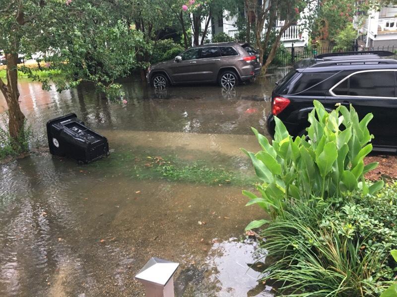 紐奧良Uptown Nola Riverbend10日上午淹水情況。(Laura Livoti提供)