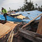 屋頂被颶風颳飛 她怒找律師要告建商
