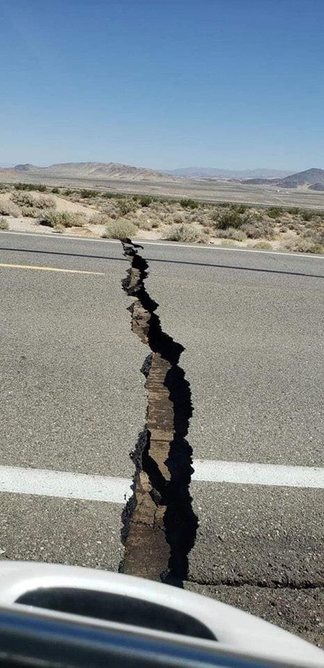 強震造成南加聖貝納迪諾縣(san bernardino )。圖/取自Fire Department Incidents San Bernardino County臉書