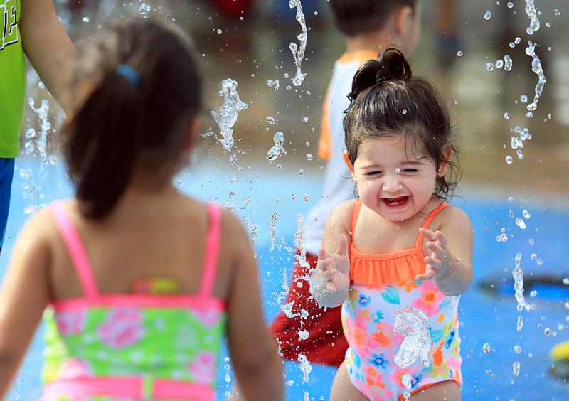 酷暑來臨,預計至本周末紐約市氣溫最高將達109華氏度。美聯社