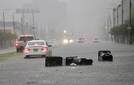 紐奧良10日由於驚人的降雨量,幾乎整個城市陷入汪洋中。(美聯社)