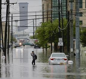 紐奧良因豪雨成水鄉澤國。(美聯社)