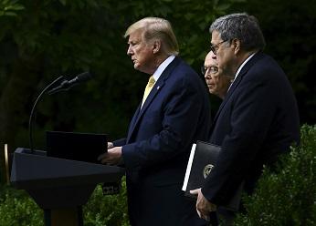 川普總統11日發布行政令,指示商務部將從其他途徑獲取公民身分的資料,而不是通過明年的人口普查。(Getty Images)