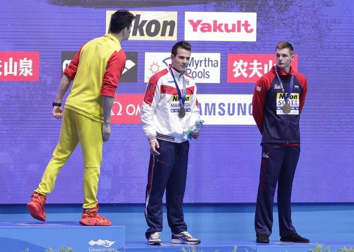 銅牌得主英國泳將鄧肯.斯科特(Duncan Scott)則拒絕與孫楊握手、合影。美聯社