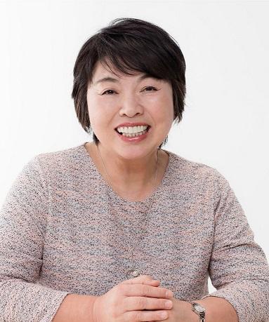 若竹千佐子原本是名家庭主婦,55歲開始寫小說,63歲出版《我啊,走自己的路》才以作家身分出道,捧回芥川賞。(圓神提供/中央社)