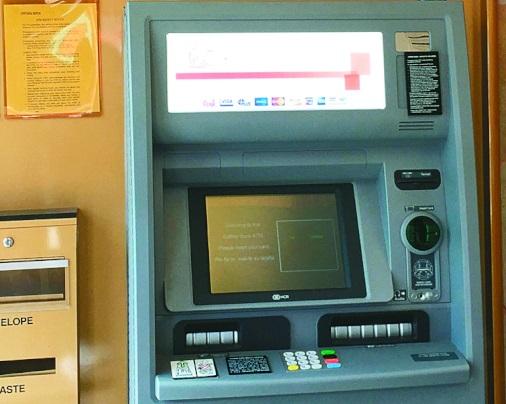歹徒變造ATM自動提款機數錢功能,再利用假卡或偷來卡領取現款。(檔案照片)