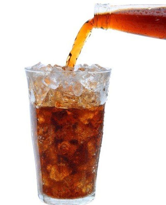 零卡、低糖飲料可以放心喝嗎?專家表示,沒營養的熱量下肚,恐對身體造成額外負擔。(ingimage)