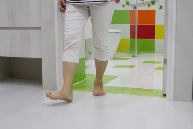 浴室無門檻,減少絆倒機會。(圖:永慶居家服務中心提供)