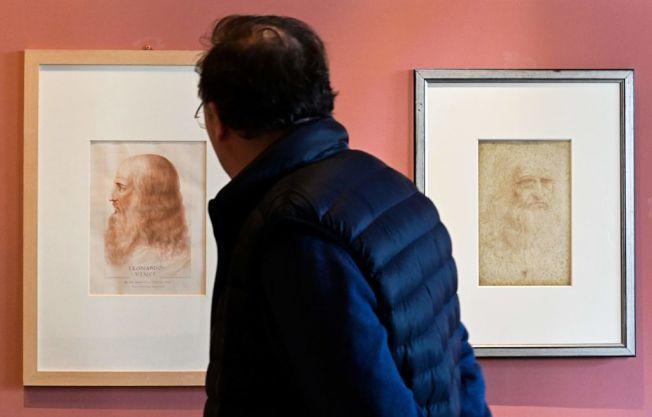民眾參觀達文西畫作展覽。(Getty Images)