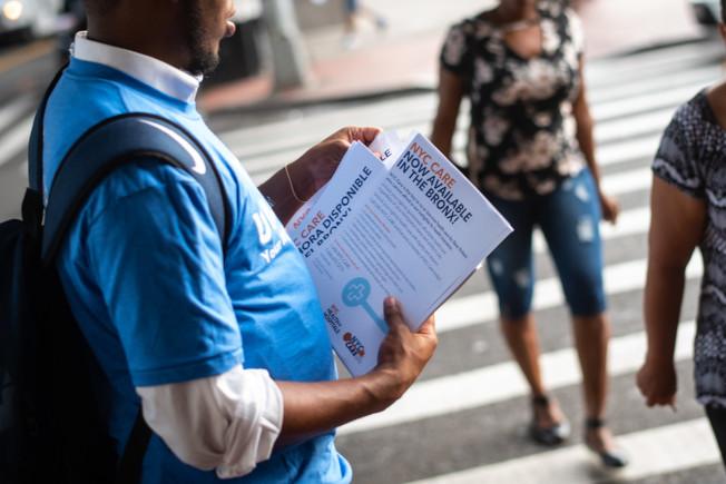 市府宣布「紐約關懷」正式啟動,由布朗士開始試點運行,明年底拓展到全市。(市長辦公室提供)