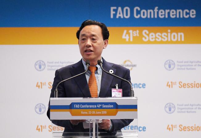 中国农业农村部副部长屈冬玉日前当选联合国粮农组织总干事。(新华社)