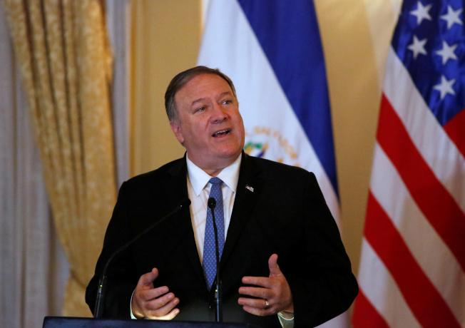 美國國務卿龐培歐擬在2日居中調停,敦促兩國消除對立。(路透)