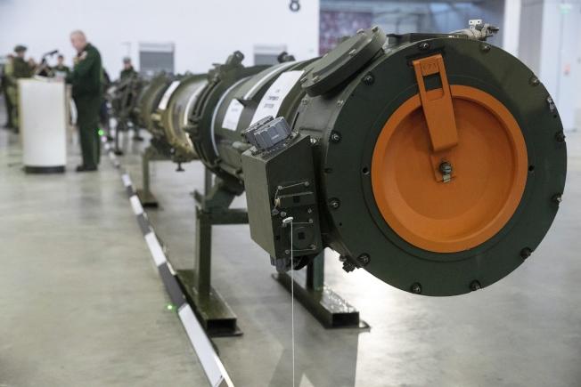 美國正式退出中程核飛彈條約,美俄武器管制協定終結。圖為俄羅斯今年1月在莫斯科郊外的庫賓卡展示新型9M729飛彈。(美聯社)