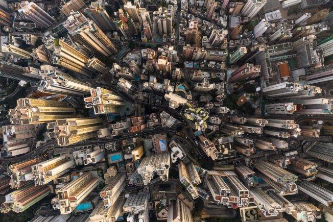 受供求關係影響,香港房市持續繁榮。圖為香港有眾多高樓大廈。(Getty Images)