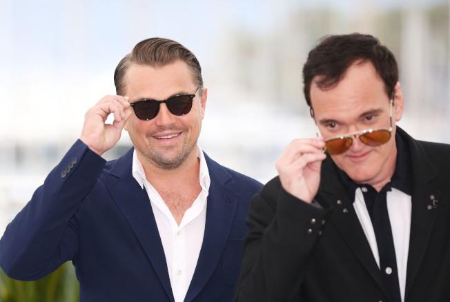 電影「好萊塢往事」主要成員,右為導演昆汀塔倫提諾,左為主角之一的李奧納多狄卡皮歐。(新華社)