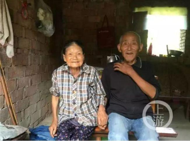 兩位老人家是村裡的模範夫妻。(取材自上游新聞)