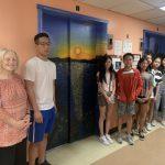 八華裔青年電梯繪畫 史島療養院送關懷