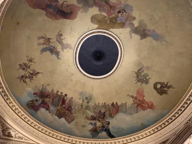 繪製精美的天花板。