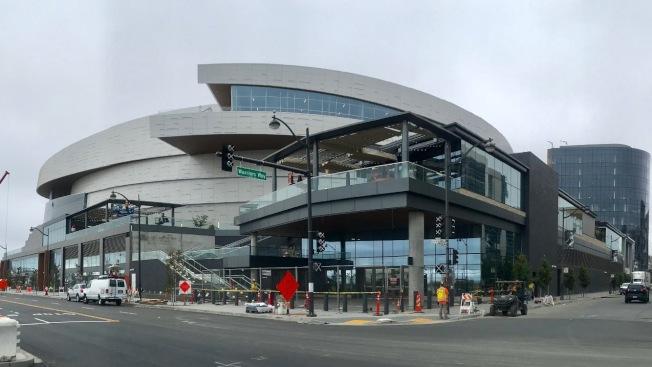 大通中心球館東北一側集中了29個獨特的零售商舖。(記者黃少華/攝影)